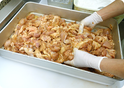 鳥末には手作りのお惣菜がございます。